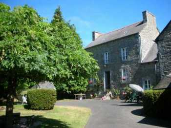 AHIB-1-AA9983-SP Collinée 22330 Detached 6 bedroomed country property on 2 acres