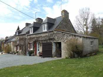 AHIB-1-AM-Corseul 22130 Fantastic ensemble of 4 cottages + out buildings (fully renovated) on 4500m2 grounds