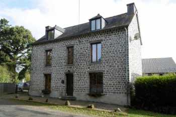 AHIB-1-PO-076 Poullaouen 29246 Beautiful stone property completely renovated offering 4/5 bedrooms.
