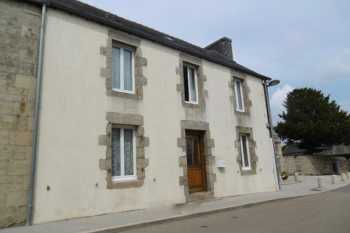 AHIB-1-PO-089 Plourac'h 22160 Character 3 bedroom townhouse in village centre 440m2 grounds in total*