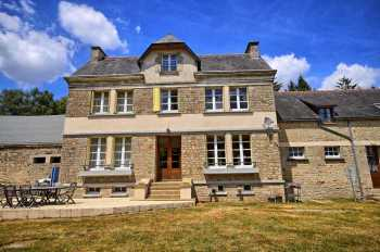 AHIB-2-DN-DN-650 Pontivy 56300 Gorgeous modern day manor house with large gite pool and outbuildings on 1.75acres