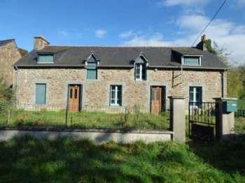 AHIB-1-ID1789 Laurenan 22230 Detached stone longère comprising two dwellings on 656m2 garden. Needs work