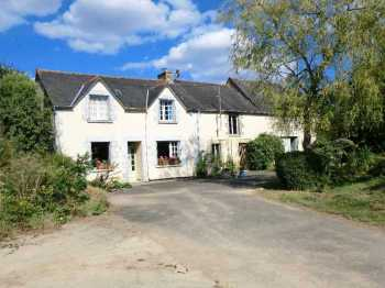 AHIB-1-PI-1806 Saint-Gilles-du-Mene 22330 Lovely 2 bedroomed home in the countryside, at a great price, with renovation potential on an acre